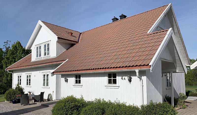 Eksempel på takstein etter takvask og impregnering av takstein