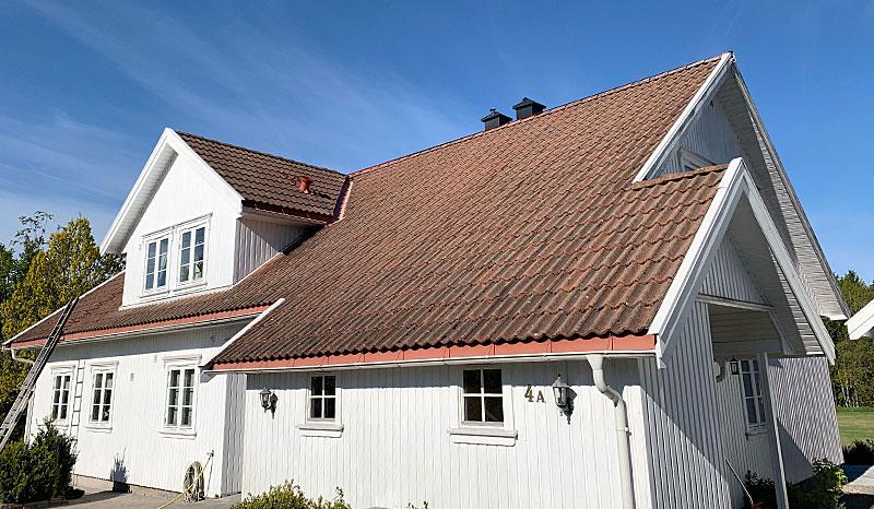 Eksempel på takstein før takvask og impregnering av takstein